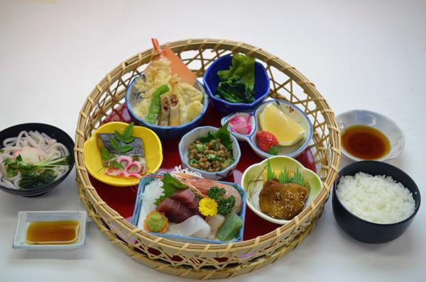 【職場・社員旅行モデルコース】『日本三大○○と茨城パワースポット巡り  ランチは漁港でお寿司食べ放題!五浦温泉2日間』