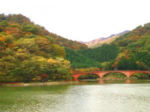 【職場・社員旅行モデルコース】四万温泉・妙義山の紅葉 1泊2日