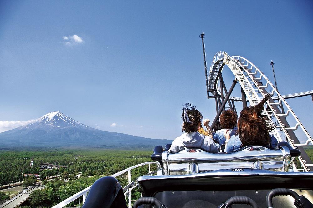 世界一のアトラクション体験!富士急ハイランド     山梨グルメ&絶景も楽しめる2日間