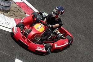 【職場旅行モデルコース】男心をくすぐる!憧れの本格サーキットレース体験(山梨 2日間)