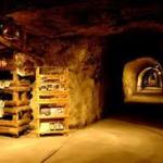 【職場・社員旅行モデルコース】神秘の洞窟探検&水陸両用車の体験!栃木と小江戸・川越を巡る2日間